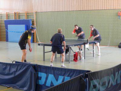 """Rainer/Stefan (hier gegen Frank/Norbert) landeten nach """"Herzschlagfinale"""" mit besserem Ballverhältnis auf Platz 2"""