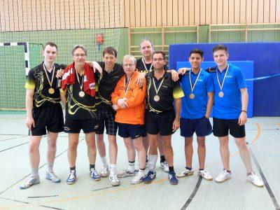 Die Medaillengewinner der diesjährigen Doppel-Meisterschaften: Marc, Stefan, Samir, Rainer, Frank G., Micha B., Aria & Florian (v.l.n.r.)