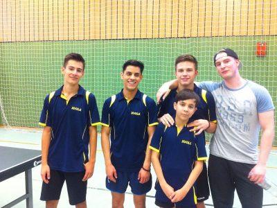 Unser aktuelles 1. Jungenteam mit Maxim, Aria, Florian, Roland & Mannschaftsführer Marc